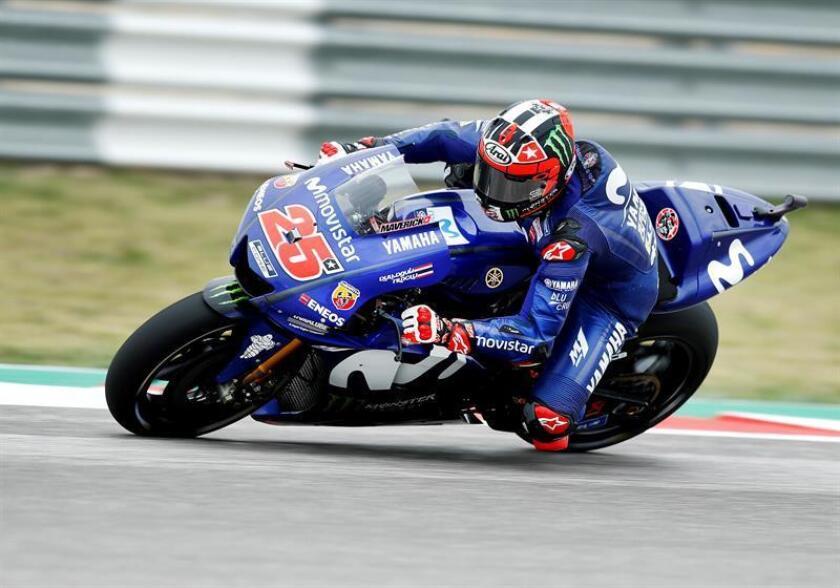 El español del equipo Movistar Yamaha de Moto GP, Maverick Viñales, pilota su moto durante la primera sesión de entrenamientos libres del Gran Premio de Austin que se disputa en el circuito de Las Américas, en Austin, Texas, EE.UU. EFE