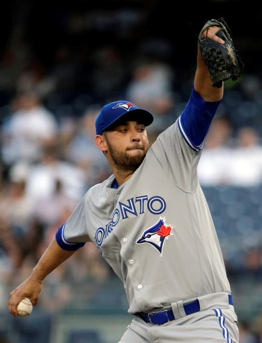 En la imagen, el jugador Marco Estrada de los Azulejos de Toronto. EFE/Archivo