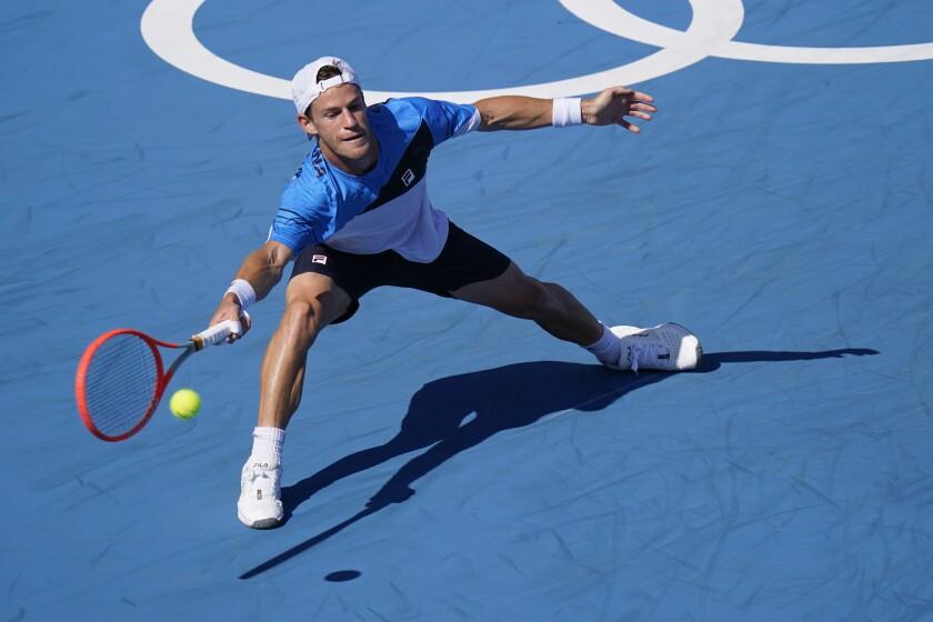 El argentino Diego Schwartzman devuelve frente al checo Tomas Machac durante la segunda ronda del torneo de tenis de los Juegos Olímpicos de Tokio, el viernes 27 de julio de 2021.. (AP Foto/Patrick Semansky)