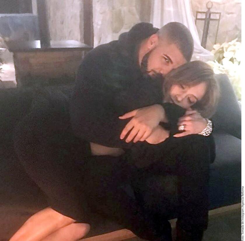 Jennifer López y Drake fueron captados la noche de este jueves bailando y besándose, lo cual ha incrementado los rumores de que sostienen una relación sentimental.