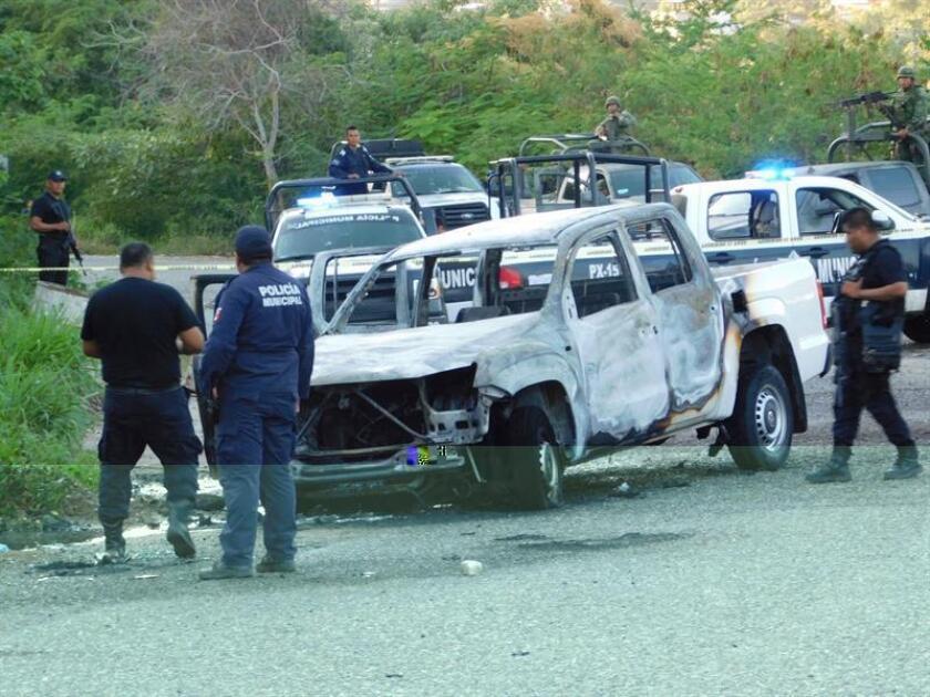 Tres miembros de la Policía Federal Ministerial fueron hallados calcinados dentro de un vehículo en la autopista Acapulco-Zihuatanejo, en el sureño estado mexicano de Guerrero, informó hoy la fiscalía general. EFE/Quadratín/SOLO USO EDITORIAL