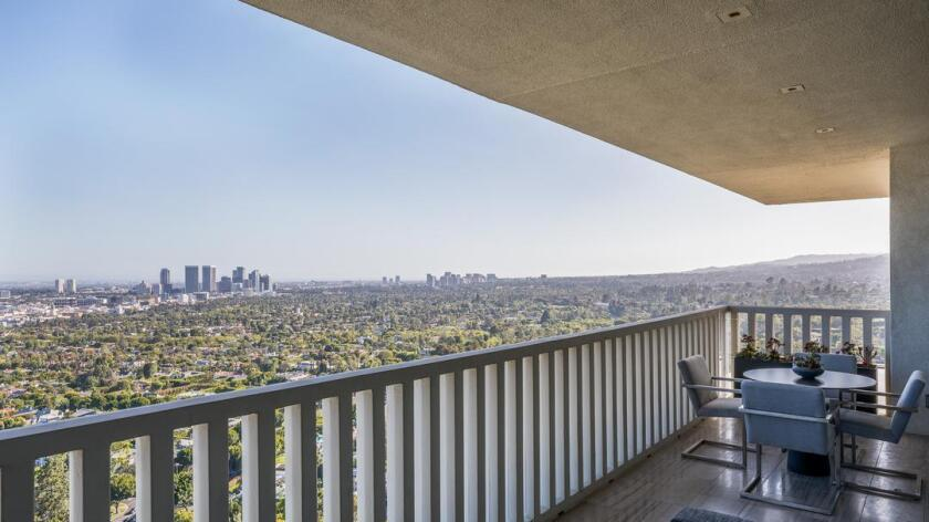 The West Hollywood condominium of Quibi chief Meg Whitman features floor-to-ceiling windows and city-to-ocean views.