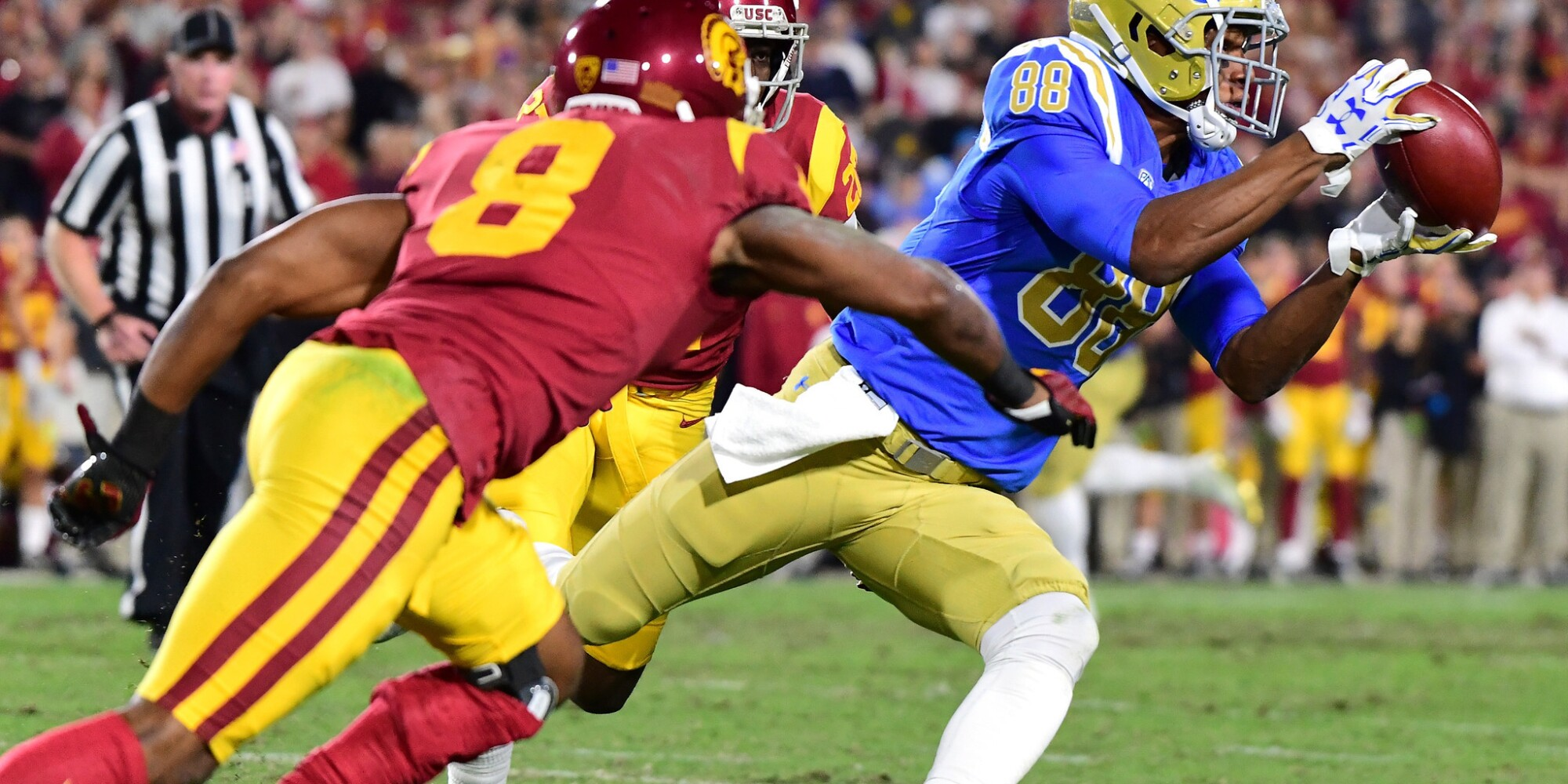 UCLA-USC live updates: Trojans turn back the Bruins, 28-23