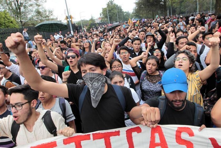 El secretario mexicano de Gobernación, Alfonso Navarrete Prida, anunció hoy la captura de dos presuntos agresores de alumnos que protestaban el 3 de septiembre en la Rectoría de la Universidad Nacional Autónoma de México (UNAM). EFE/ARCHIVO