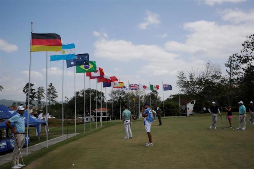 Golfistas practican este jueves, en el Panama Championship de Golf 2019 en el Club de Golf de Panamá en Ciudad de Panamá (Panamá). EFE