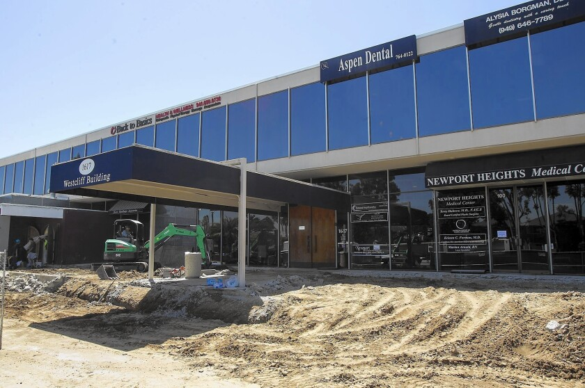 Newport Beach building to get a trendier makeover - Los Angeles Times