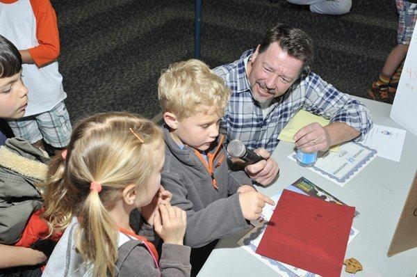 Master of ceremonies Erik Granholm interviews Paul about his invention