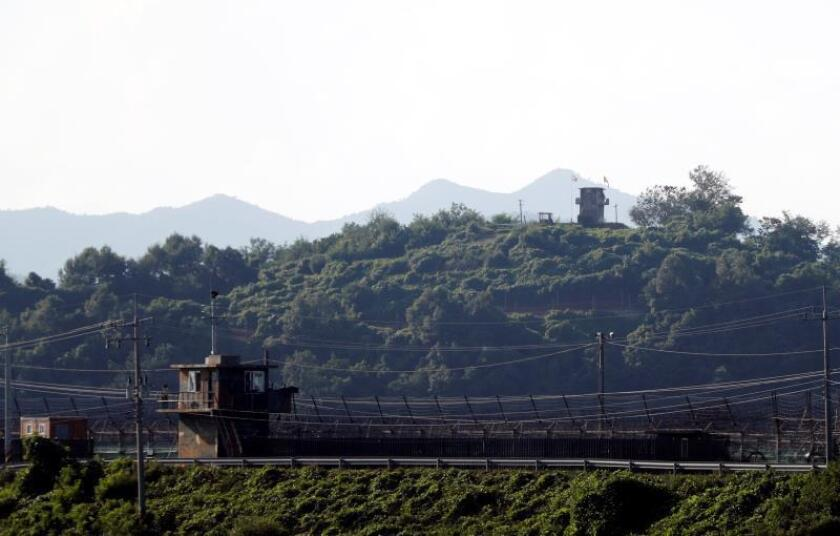 A South Korean sentry post (front) and North Koren sentry post (above) face each other across the inter-Korean border in the border city of Paju, in Gyeonggi-do, South Korea, 02 August 2019. EFE/EPA/YONHAP SOUTH KOREA OUT