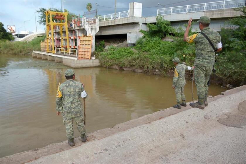 Miembros del Ejército Mexicano intensifican la búsqueda de personas desaparecidas hoy, lunes 24 de septiembre de 2018, en la ciudad de Culiacán, estado de Sinaloa (México). EFE