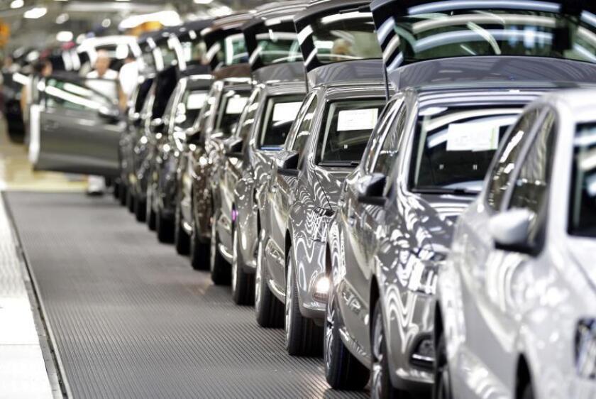 Varios modelos Polo salen de la planta de Volkswagen Navarra. EFE/Archivo