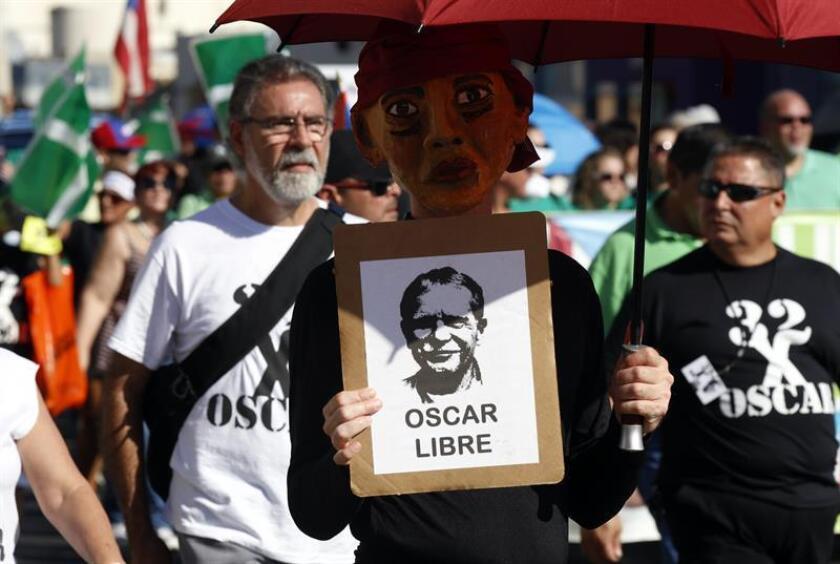 El presidente, Barack Obama, conmutó hoy la sentencia del independentista puertorriqueño Oscar López Rivera, quien llevaba 35 años en prisión por conspiración para derrocar al Gobierno estadounidense, una larga condena que le convirtió en un héroe para muchos en Puerto Rico y en Latinoamérica. EFE/ARCHIVO
