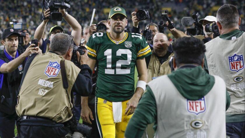 En esta imagen del 9 de septiembre de 2018, Aaron Rodgers de los Packers de Green Bay, sale del camp