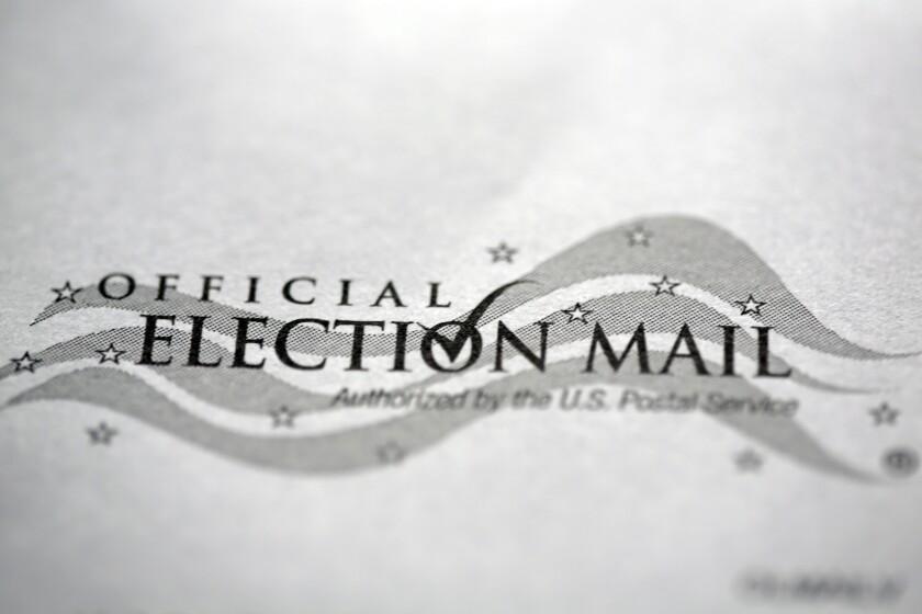 En Havertown, Pensilvania, un sobre de devolución de boleta oficial enviada por correo para las elecciones generales de 2020.