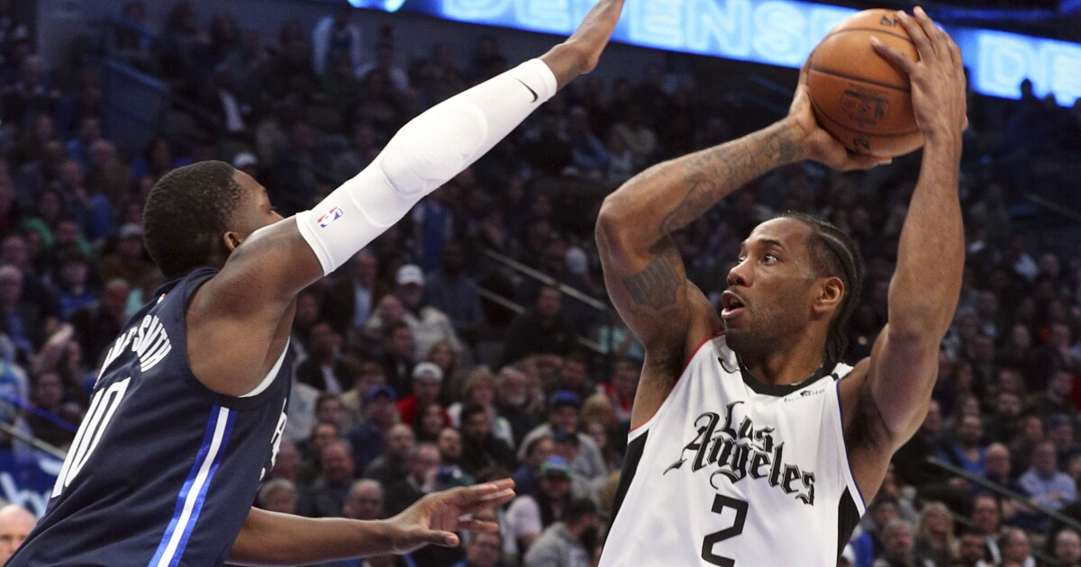 Kawhi Leonard scores 36 as Clippers survive wild finish to beat Mavericks