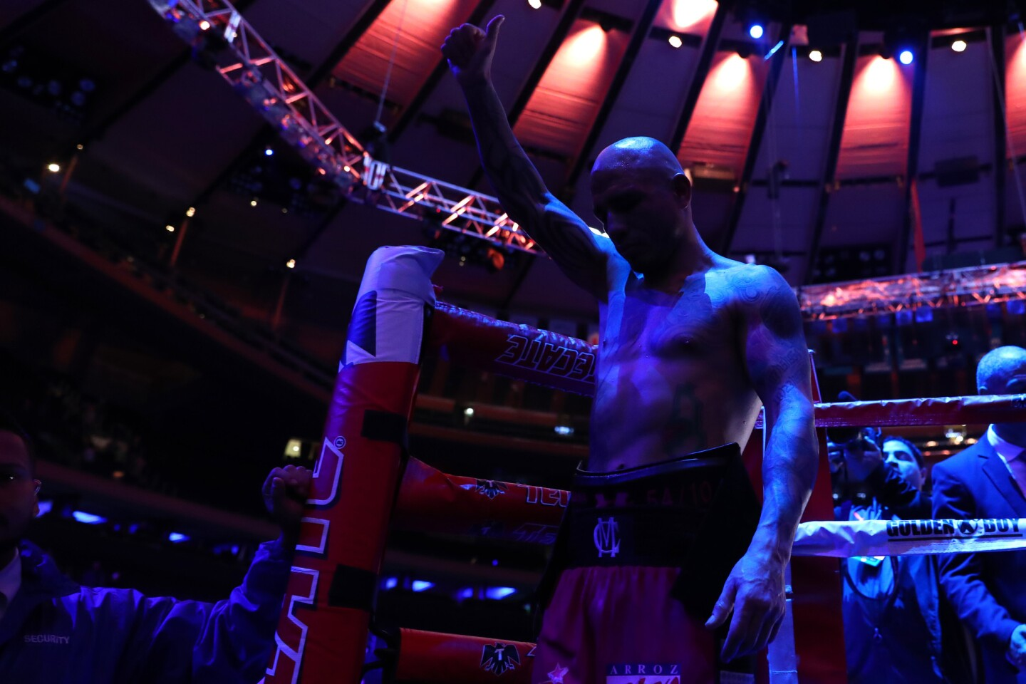 NEW YORK, NEW YORK - DECEMBER 02: Miguel Cotto waves to the crowd after losing to Sadaam Ali in their Junior Middleweight bout at Madison Square Garden on December 02, 2017 in New York City. (Photo by Al Bello/Getty Images) ** OUTS - ELSENT, FPG, CM - OUTS * NM, PH, VA if sourced by CT, LA or MoD **