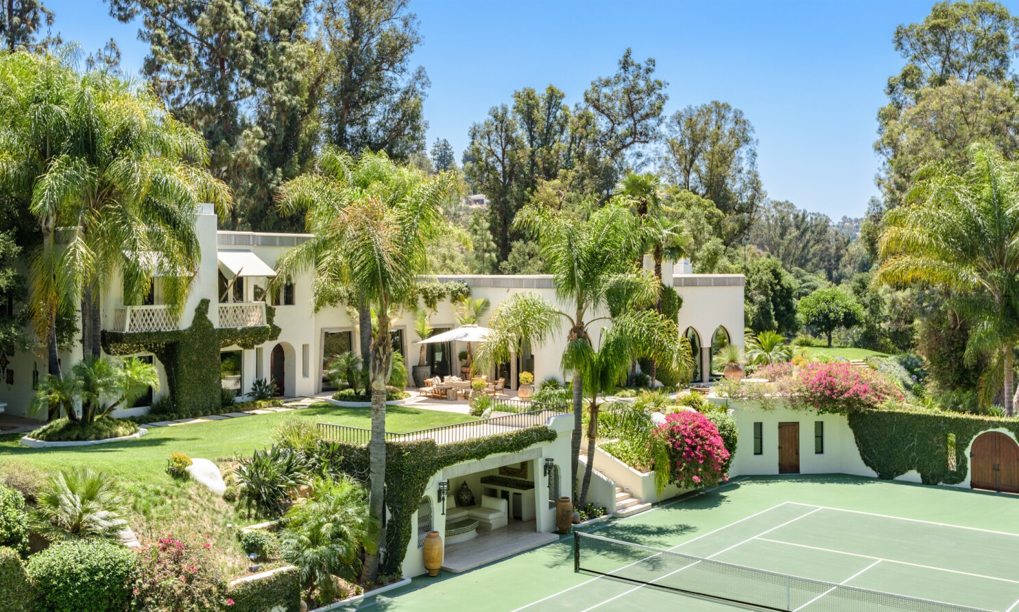 Beverly Hills Compound Once Owned By Cher And Eddie Murphy Gets A Big Price Chop Los Angeles Times
