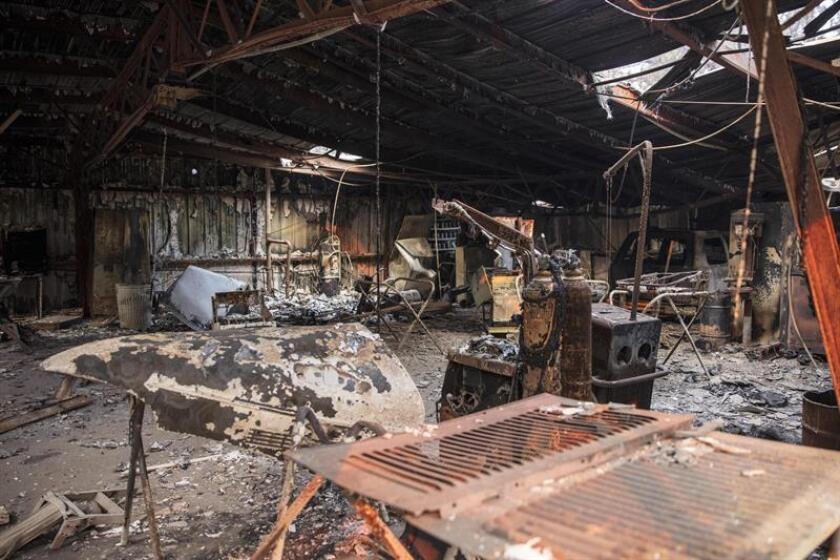 Fotografía de archivo del 11 de noviembre de 2018 donde se muestra un taller de automóviles quemado después del incendio Camp Fire en el condado de Butte, California (EE. UU.). EFE/Archivo