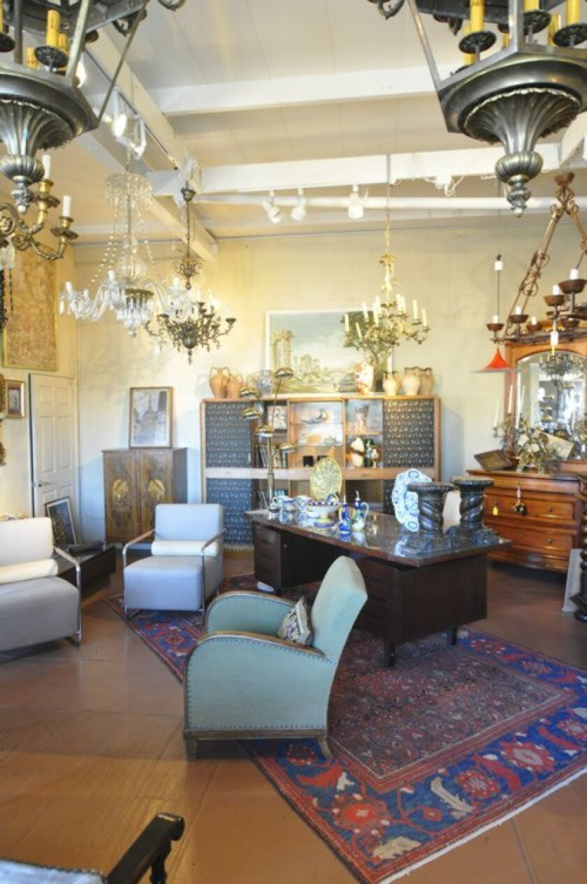 Bellini's Antique Italia in Solana Beach offers a blend of 18th century Italian antiques to mid-century modern and contemporary decor, including mirrors, candelabras, chandeliers, statues, Italian frescoes and Tuscan pottery.