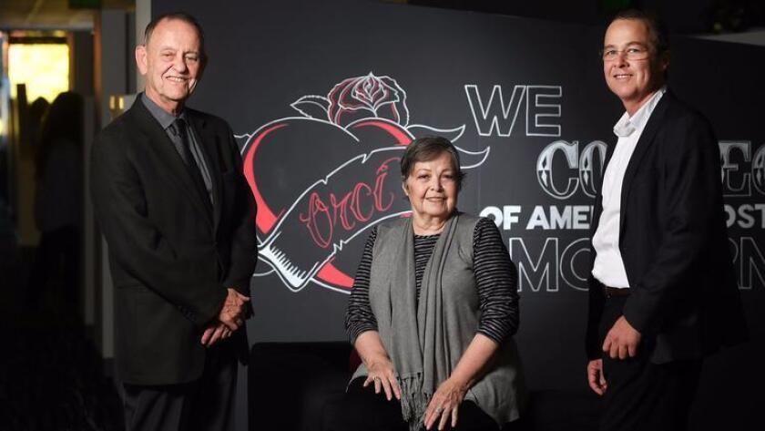 De izquierda a derecha: Héctor y Norma Orcí, con su hijo Andrew, el CEO de la compañía, en las oficinas de Santa Mónica.