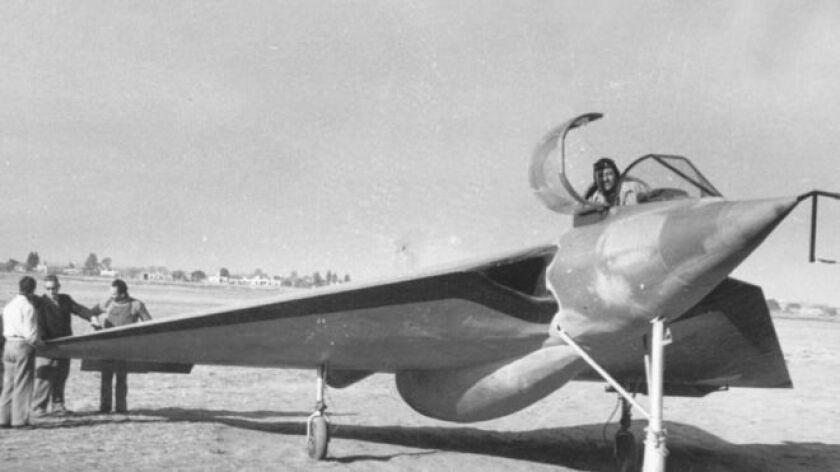 Fue Fábrica Argentina de Aviones(FAdeA), una empresa fundada en 1927 en la ciudad de Córdoba y auspiciada por el Estado, que llegó a tener algunos de los diseños más sofisticados del planeta pero nunca despegó del todo, y siguió en una relativa decadencia que, según sus críticos, continúa hasta nuestros días.