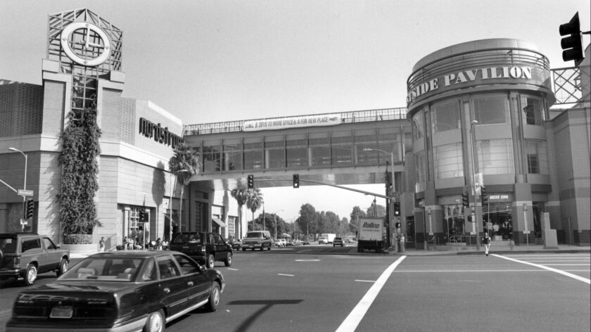 Oct. 8, 1991: Bridge over Westwood Blvd. connects the roof parking and the third floor of Nordstroms