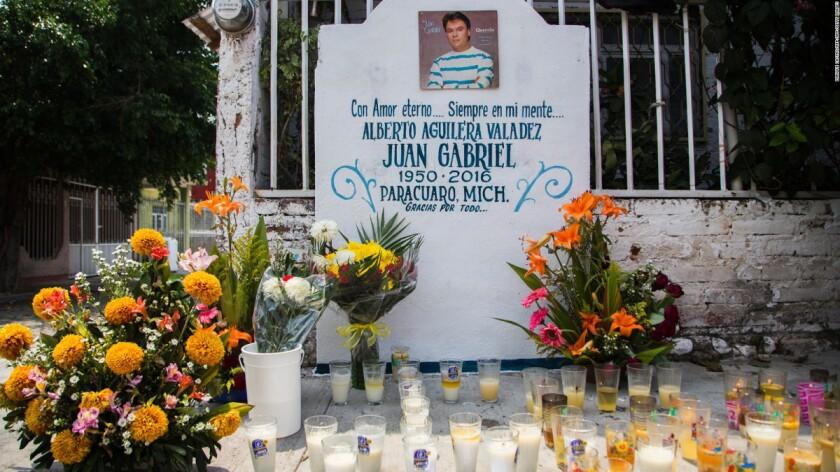 Juan Gabriel podría tener un mausoleo en Parácuaro, donde reposarían sus cenizas.