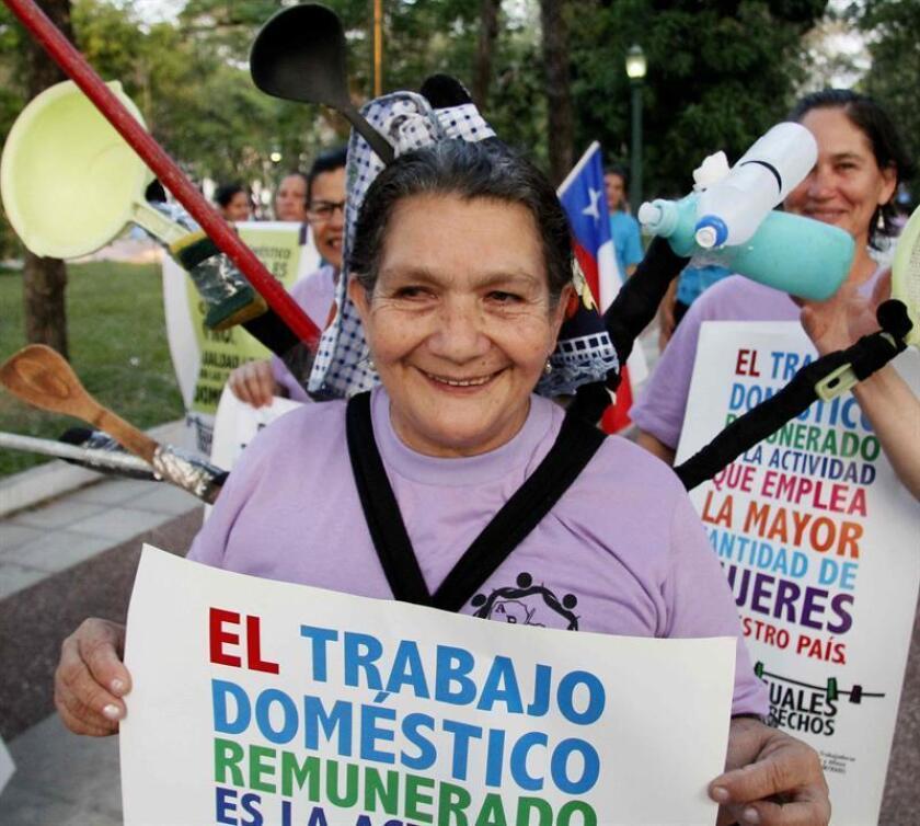 La Comisión Nacional de Derechos Humanos (CNDH) de México pidió hoy ratificar el Convenio 189 de la Organización Internacional del Trabajo (OIT) en beneficio de 2,3 millones de empleadas domésticas que hay en el país. EFE/ARCHIVO