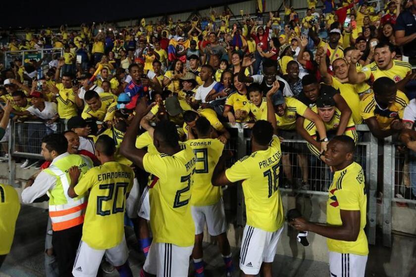 Los jugadores de Colombia celebran la victoria ante Chile, este viernes, en un partido de fútbol del Campeonato Sudamericano Sub-20 2019, entre Chile y Colombia, en el Estadio El Teniente en Rancagua (Chile). EFE