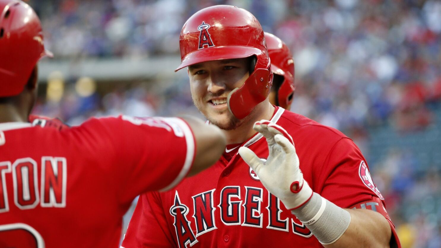 Mike Trout accents four-run rally in ninth inning in Angels' win over Mariners