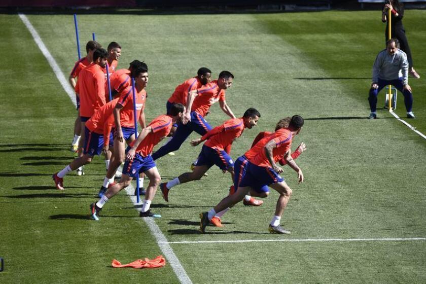 Los jugadores del Atlético de Madrid durante el entrenamiento para preparar el partido contra el Athletic de Bilbao. EFE