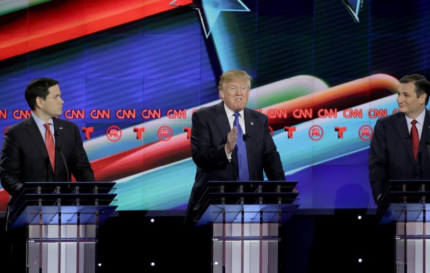 """Trump reiteró que si resulta elegido presidente construirá el muro """"que medirá tres metros"""" y criticó las palabras del expresidente mexicano, Vicente Fox, quien dijo que no va a pagar """"por ese pinche muro"""".(Foto AP/David J. Phillip)"""