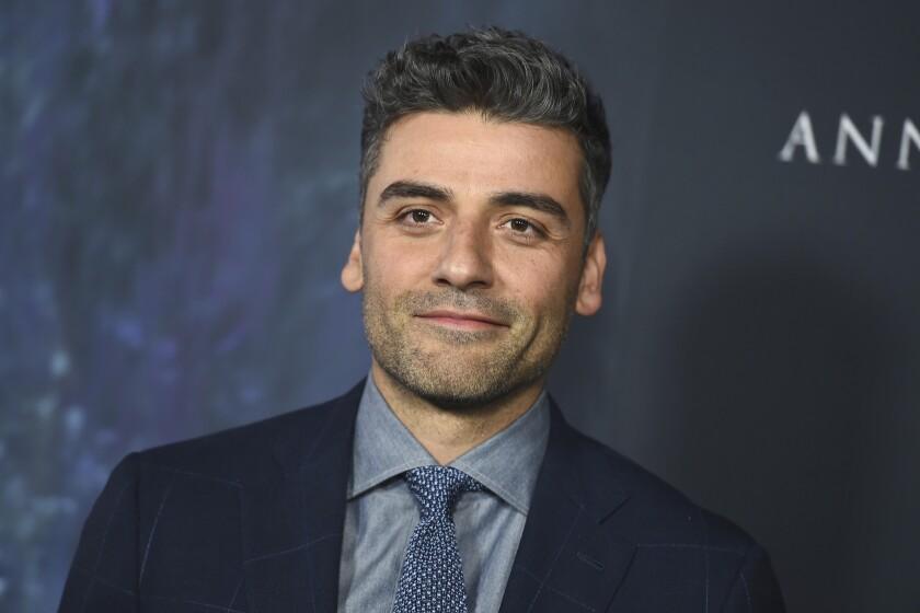 """Oscar Isaac durante su llega a la premiere de """"Annihilation"""" en el Regency Village Theatre de L.A. La cinta se estrena este viernes."""