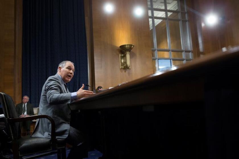 El director de la Agencia de Protección Medioambiental (EPA), Scott Pruitt, testifica ante un comité del Senado en el Capitolio de Washington, EE.UU.. EFE/Archivo