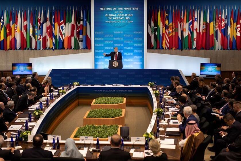 El presidente de los EE.UU., Donald J. Trump, participa en la Reunión de Ministros de Relaciones Exteriores de la Coalición Internacional Contra Estado Islámico este miércoles, en el Departamento de Estado de EE. UU., Washington (EE.UU.). EFE/Archivo