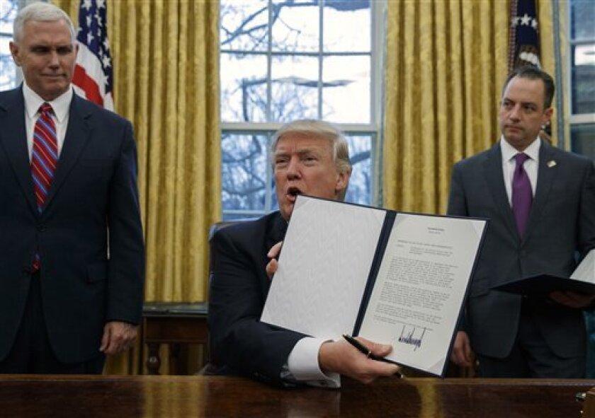 Donald Trump, presumió ayer su presión a empresas como Carrier para dejar de invertir en México.