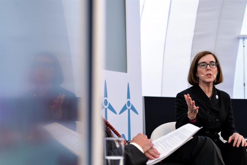La gobernadora de Oregón, Kate Brown, participa en un coloquio durante la Cumbre del Clima (COP23) celebrada en Bonn (Alemania), el 14 de noviembre de 2017. EFE/Archivo