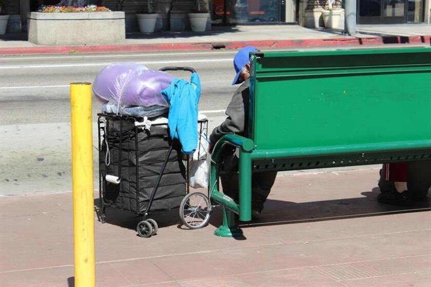 Fotografía de una banca del parque público Pershing en Los Ángeles, California (Estados Unidos). El estado de California también lleva años lidiando con una crisis de desamparados que aún no ofrece visos solución. EFE/Archivo