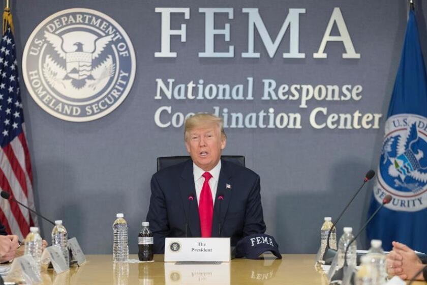 El presidente de los Estados Unidos, Donald J. Trump, pronuncia unas palabras durante su visita a la Agencia Federal de Manejo de Emergencias (FEMA) en Washington DC (Estados Unidos), el 4 de agosto del 2017, donde se le informó sobre la próxima temporada de huracanes en el país. EFE/Archivo
