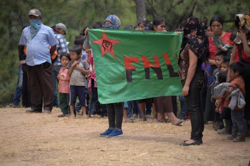 Pobladores retienen a 5 policías para pedir libertad de su líder en México