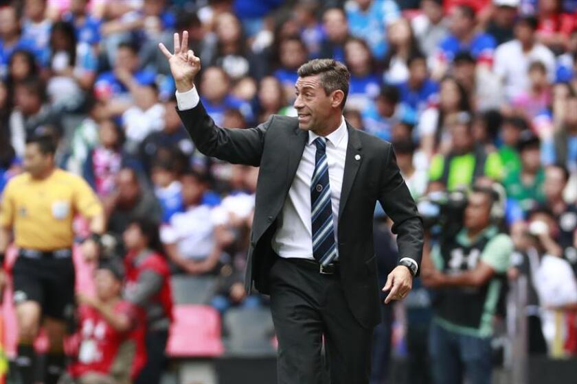El portugués Pedro Caixinha, entrenador del Cruz Azul, señaló este jueves que el probable regreso de México a la Copa Libertadores y Copa América tiene un lado negativo, especialmente en la proyección de jugadores jóvenes. EFE/ARCHIVO