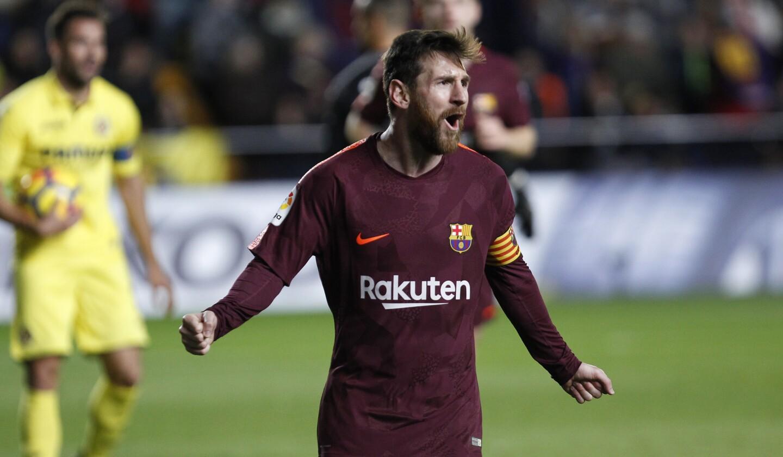 Lionel Messi festeja tras marcar el segundo gol en la victoria 2-0 ante Villarreal, el domingo 10 de diciembre de 2017. (AP Foto/Alberto Saiz) ** Usable by HOY, ELSENT and SD Only **