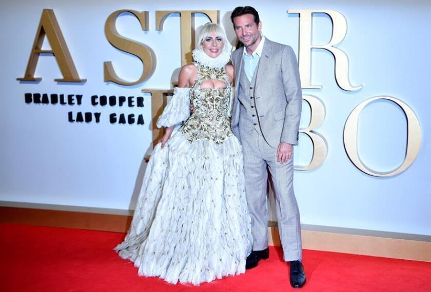 """""""A Star is Born"""", el debut tras la cámaras de Bradley Cooper, puede llevarse hasta cinco premios: película dramática, director, actriz (Lady Gaga), actor (Cooper) y canción (""""Shallow""""). EFE/Archivo"""
