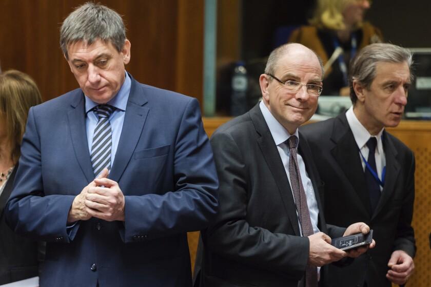 Belgian Justice Minister Koen Geens, center, in 2016.
