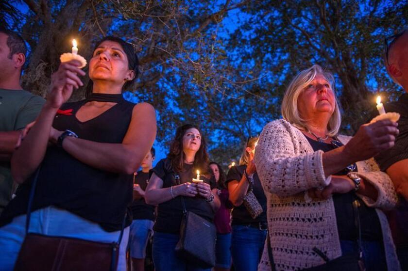 Estudiantes estadounidenses en México rindieron hoy homenaje a los alumnos que fallecieron en la masacre de la escuela secundaria de Parkland, Florida, que ocurrió hace un mes. EFE/ARCHIVO