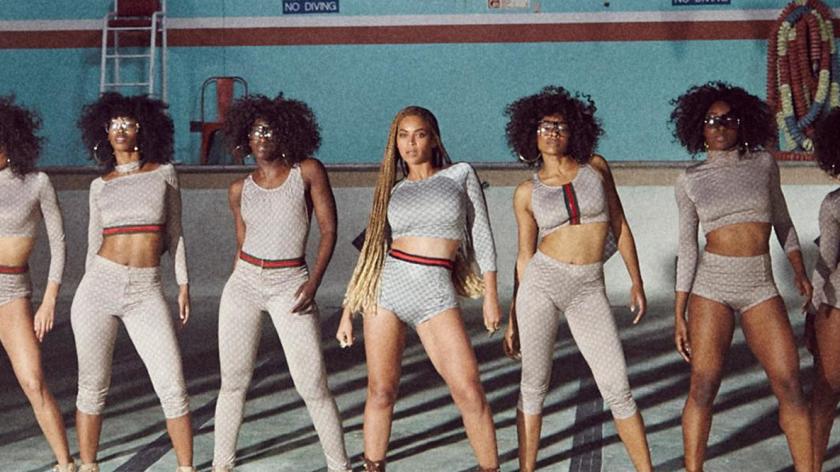 Beyoncé anunció la publicación del sencillo, que va acompañado de un vídeo, a través de su web y su cuenta de Instagram oficiales.