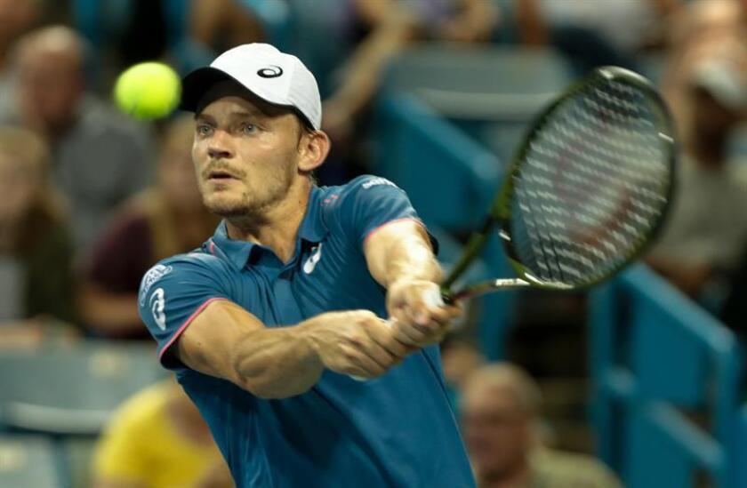 El tenista belga David Goffin fue registrado este viernes al devolverle una bola al argentino Juan Martín Del Potro, durante un partido de los cuartos de final del Abierto Western and Southern, en el Lindner Family Tennis Center de Mason (Ohio, EE.UU.). EFE