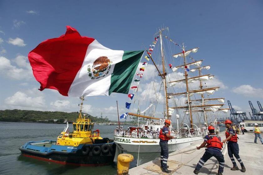 Vista de la llegada del buque escuela mexicano Cuauhtémoc al puerto de Balboa hoy, lunes 19 de febrero de 2018, en Ciudad de Panamá (Panamá). EFE