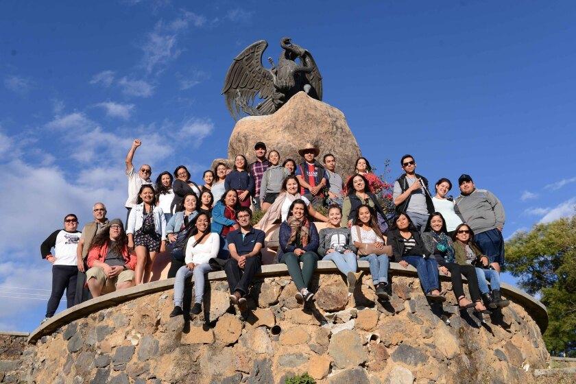 Un grupo de 'dreamers' en su regreso a México como parte del programa que impulsa el Centro de Estudios California-México.