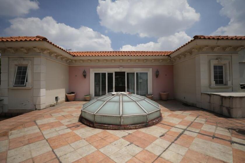 Vitrales, piscina y yacusi: la lujosa mansión del criminal Ye Gon en México