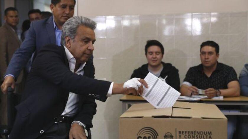 """La consulta popular promovida por el presidente ecuatoriano, Lenín Moreno, culminó este domingo 4 de febrero con un amplio triunfo del """"Sí"""" en todas las preguntas, lo que implica -entre otras cosas- que Rafael Correa no pueda volver a lanzarse a la presidencia del país."""